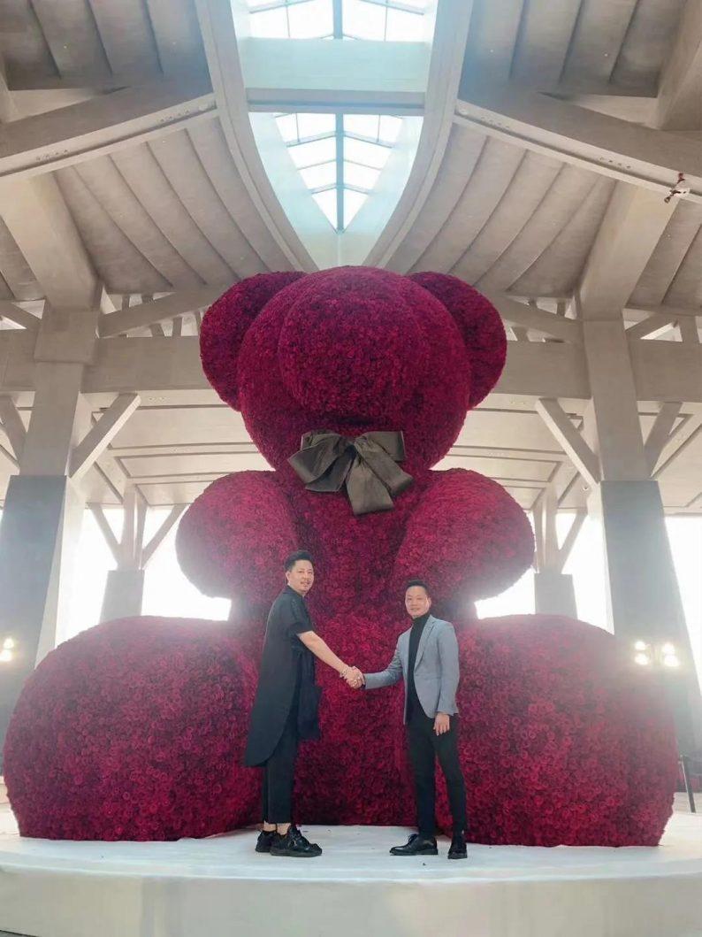 """吉尼斯世界纪录!百界打造世上""""最大的玫瑰熊"""""""