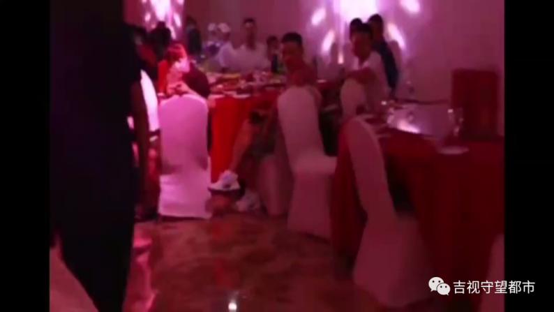 23分钟婚礼视频都是背影!婚庆公司:你选了最低档!  第7张
