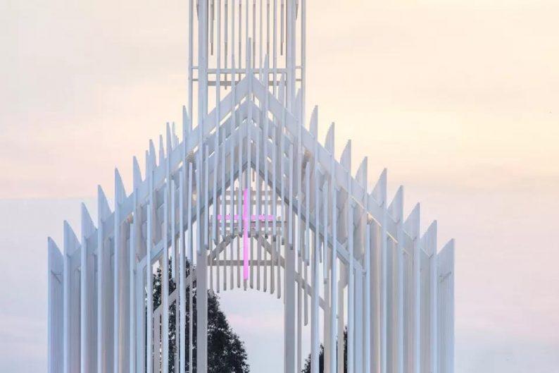 婚礼堂发布:建在薰衣草花田里的无影教堂  第5张