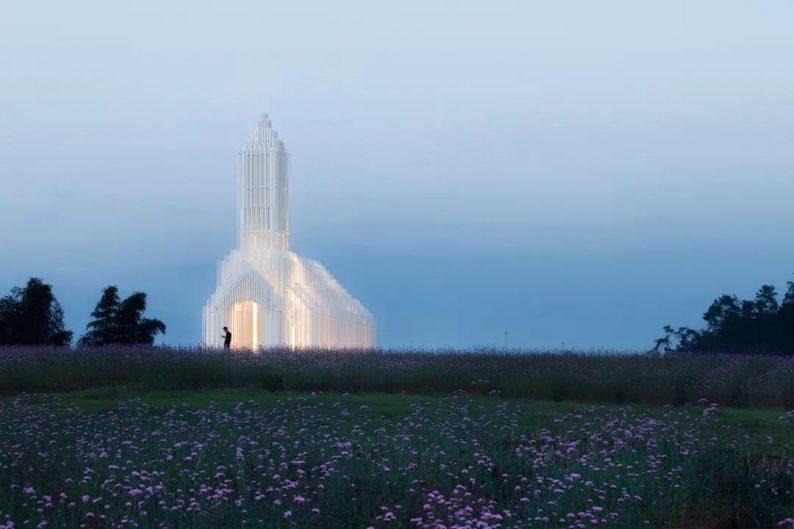 婚礼堂发布:建在薰衣草花田里的无影教堂  第11张