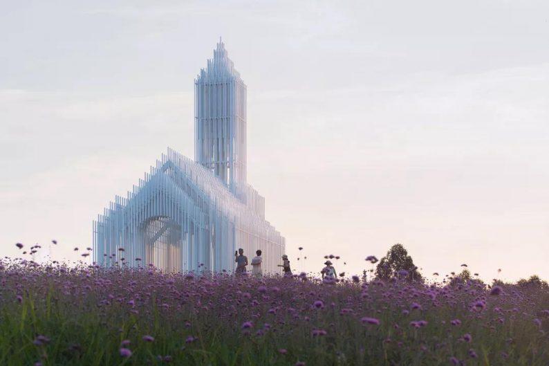 婚礼堂发布:建在薰衣草花田里的无影教堂  第12张