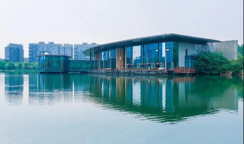 婚礼堂发布:南京独家270度落地透视环湖宴会厅