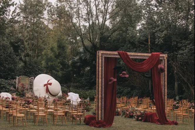 户外婚礼的灵魂,居然是椅子!  第1张