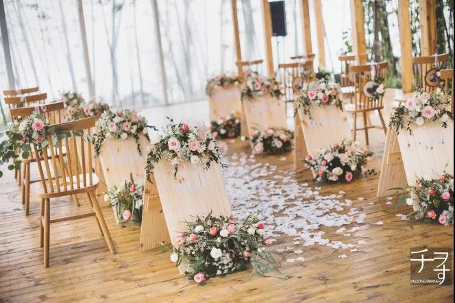户外婚礼的灵魂,居然是椅子!  第4张