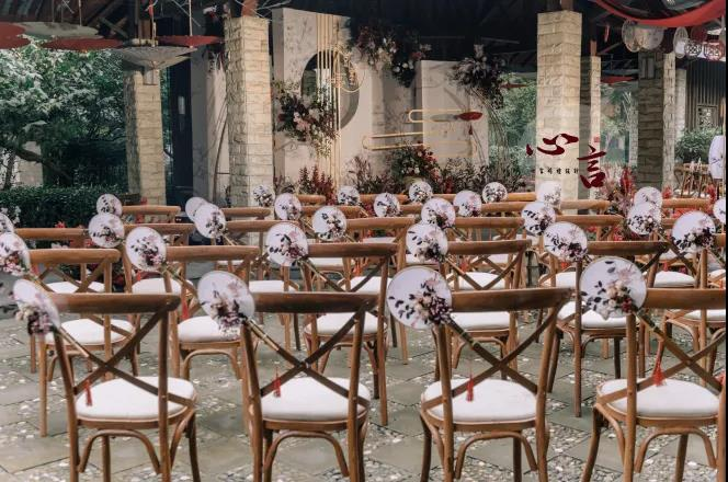 户外婚礼的灵魂,居然是椅子!  第7张