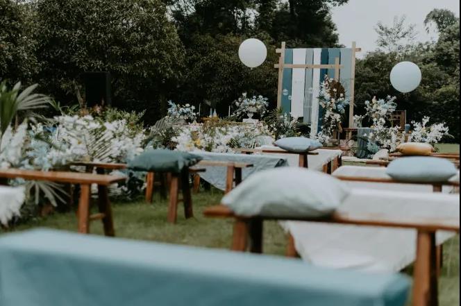 户外婚礼的灵魂,居然是椅子!  第9张