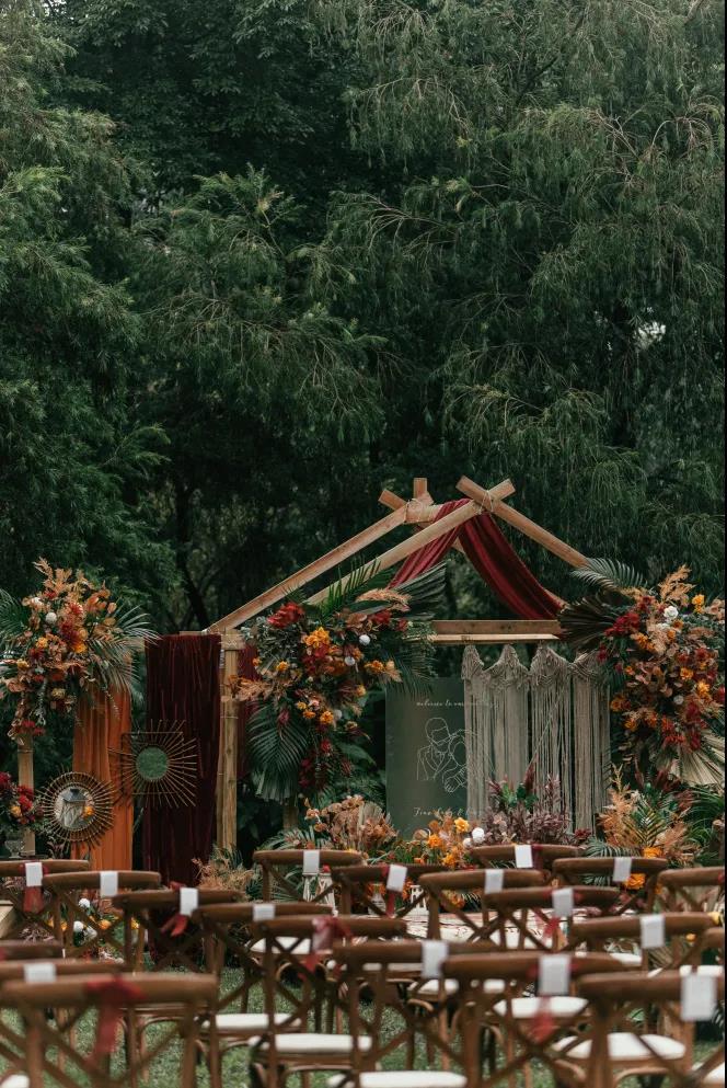 户外婚礼的灵魂,居然是椅子!  第10张