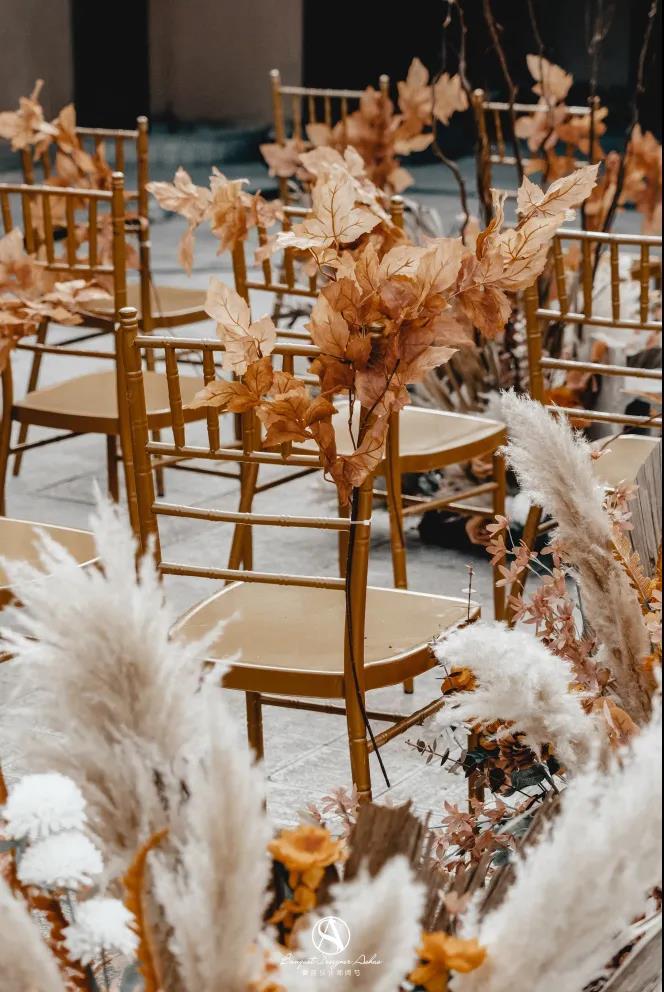 户外婚礼的灵魂,居然是椅子!  第13张