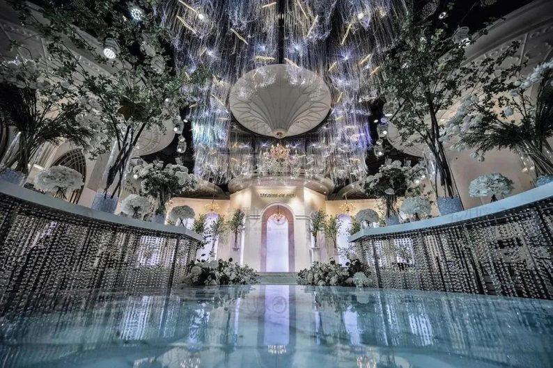 婚礼堂发布:层高8米穹顶设计,宿州一站式宴会酒店  第1张