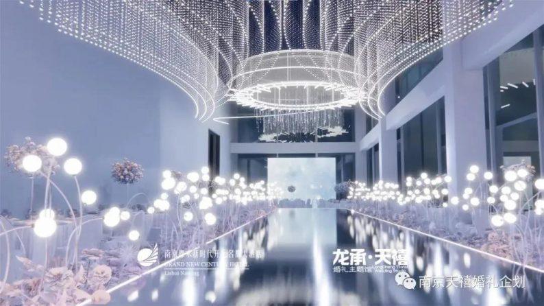 婚礼堂发布:水晶白色系!南京天空之镜婚礼堂  第1张