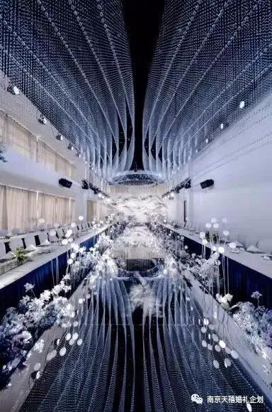 婚礼堂发布:水晶白色系!南京天空之镜婚礼堂  第3张