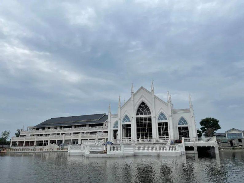 婚礼堂发布:西南婚宴新地标,湖景巴洛克建筑风格