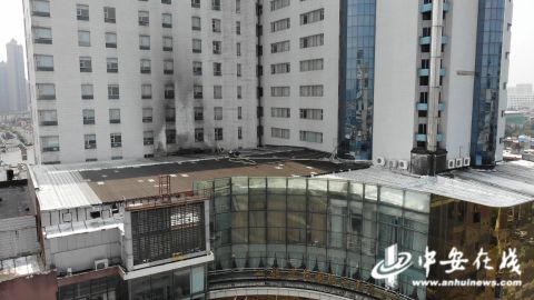 操作不当!酒店宴会厅顶棚突发火灾……  第1张
