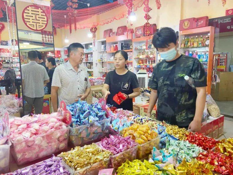 """""""双节""""临近,汉口北婚庆产品市场涌动着""""甜蜜热潮"""""""