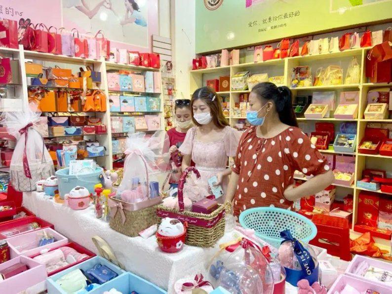"""""""双节""""临近,汉口北婚庆产品市场涌动着""""甜蜜热潮""""  第2张"""