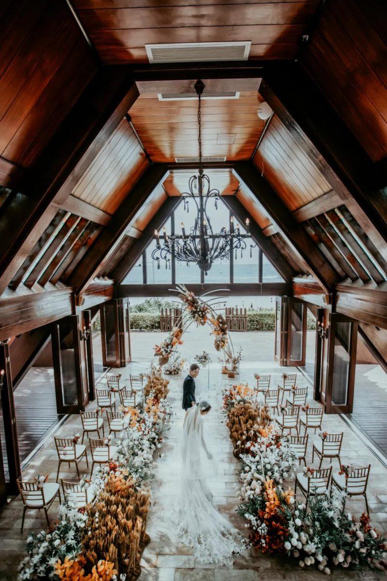 2021秋冬婚礼流行趋势:海岛婚礼热潮来袭!  第2张