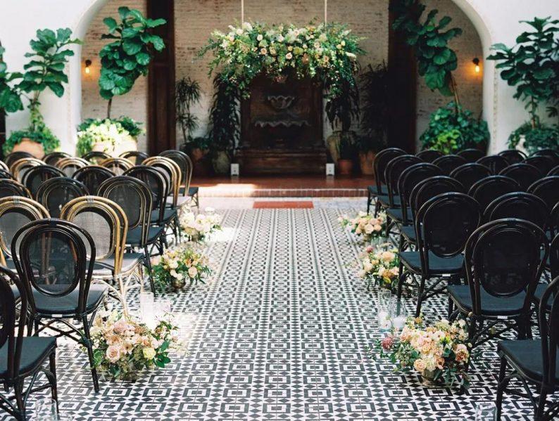10个新娘9个问:婚礼用真花还是假花?